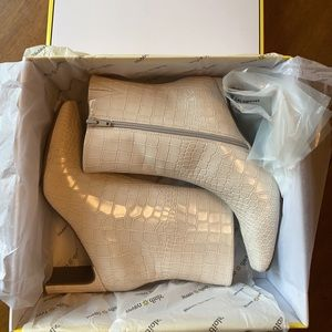 Super cheap for Beautiful leather bootie